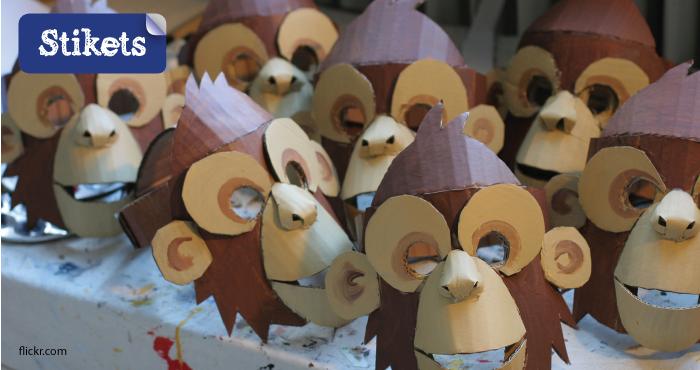 Mascara de cartón. mono