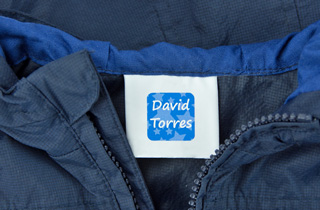 Etiquetes per a roba adhesives removibles