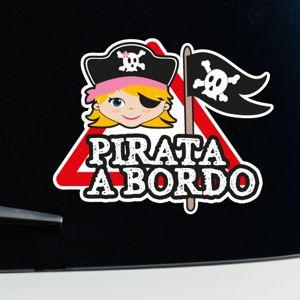 Niña pirata a bordo